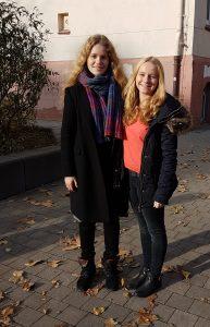 Oberstufensprecherinnen Merle Casimir und Ricarda Hoffmann
